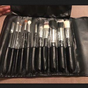 Crown Brush 11 Piece Brush Set Wrap Brush Case